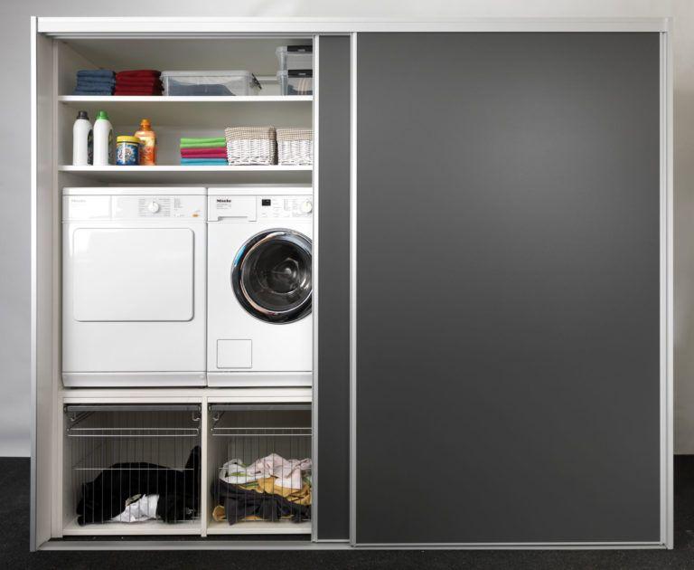Garderobe / bryggers skydelåger med vaskemaskine og tørretumbler