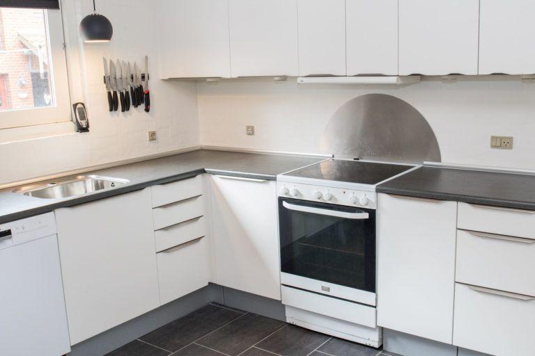 Efter køkkenfornyelse af hvidt køkken